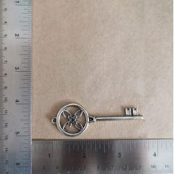 Metal Key 01 Charms and Pendants 1,90€